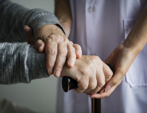 A profissão de cuidador de idoso está prestes a ser regulamentada